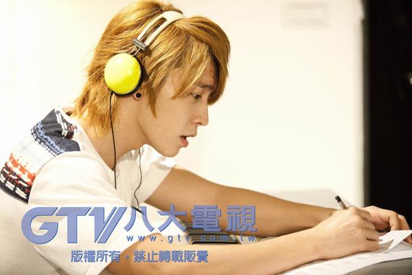 كامرتي  Donghae-kpop-my-love-super-junior-Favim.com-354660