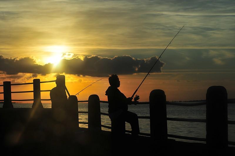 Ribolov na fotkama - Page 2 Oct_24_3792_fishing_couple