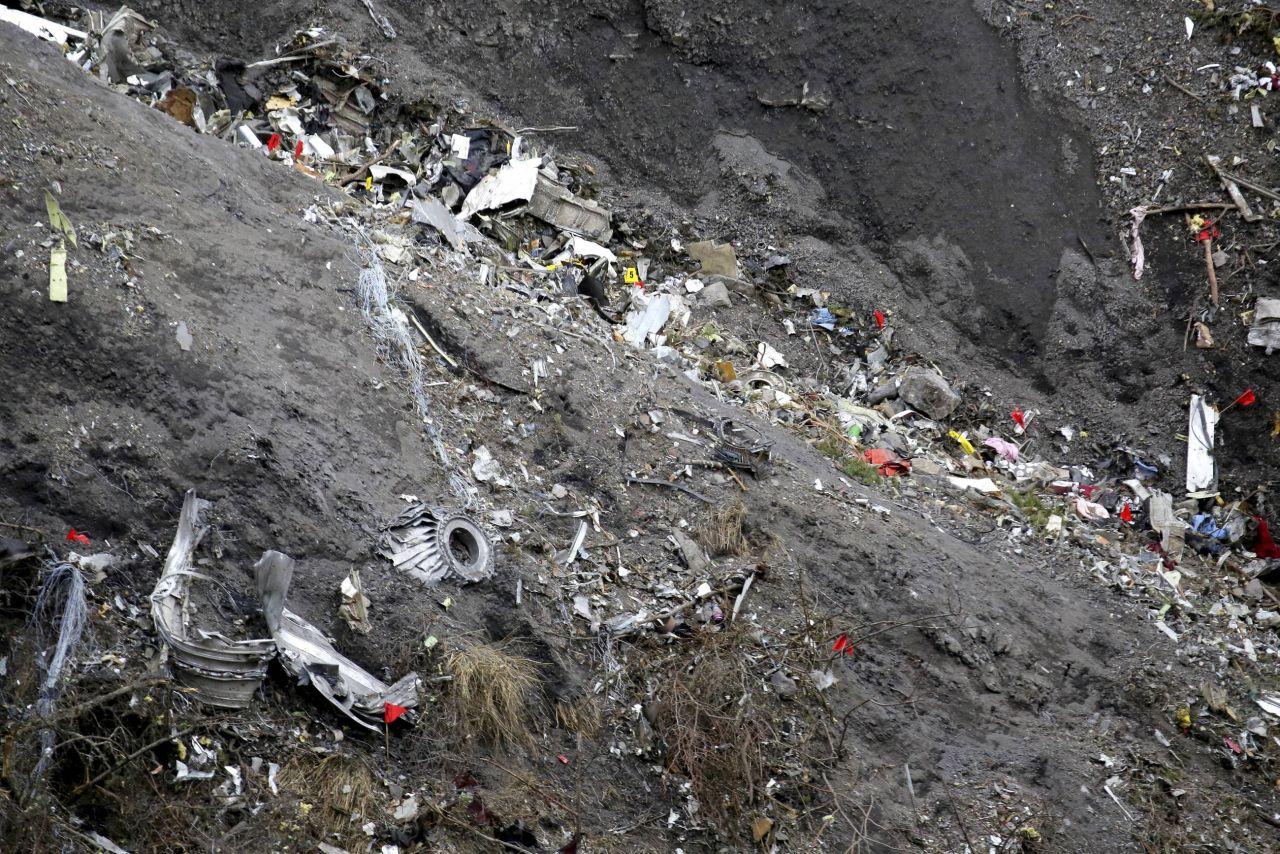 A320 Germanwings  Barcelone - Dusseldorf, Crash dans les Alpes de Haute Provence - Page 9 4636529_c8a6471