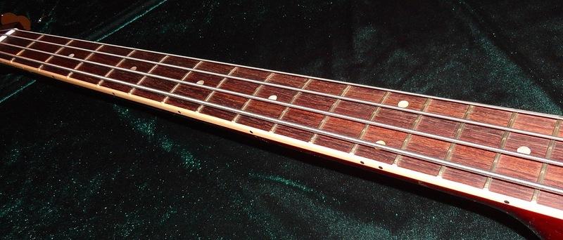 E agora? Fender Adam Clayton Signature bass DSC04477