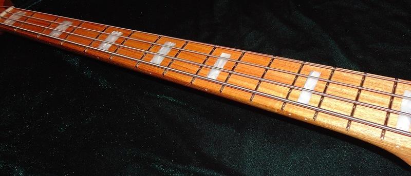 E agora? Fender Adam Clayton Signature bass DSC04478