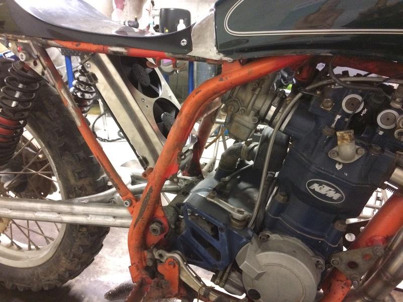 Mes pétoires KTM flat + Ducati café  IMG_2385
