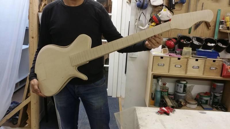 Construção caseira (amadora)- Bass Single cut 5 strings - Página 5 12400346_10153850838224874_507679005_o