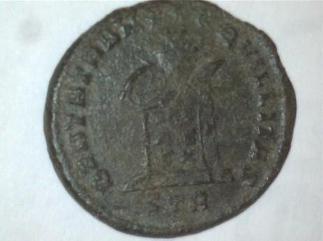 AE3 de Constantino I Magno. BEATA TRAN-QVILLITAS. Globo sobre altar con inscripción VOT / IS / XX. Ceca Trier. Image