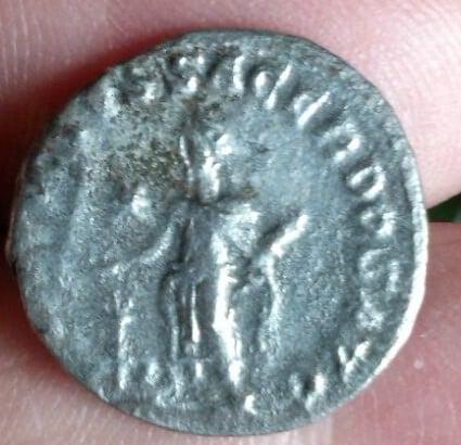 Denario de Heliogábalo. SVMMVS SACERDOS AVG. Emperador estante a izq.  Ceca Antioch. 186115f1_a2bd_40e7_82af_4ba73520c6b0_2
