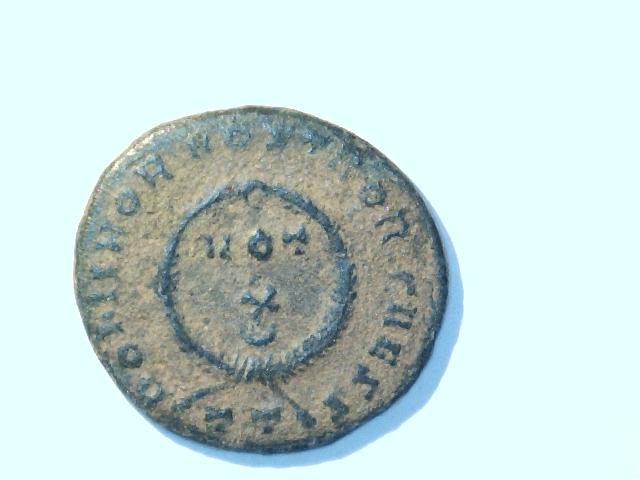 AE3 de Crispo. DOMINOR.NOSTROR.CAESS . Ceca Ticinium. Image
