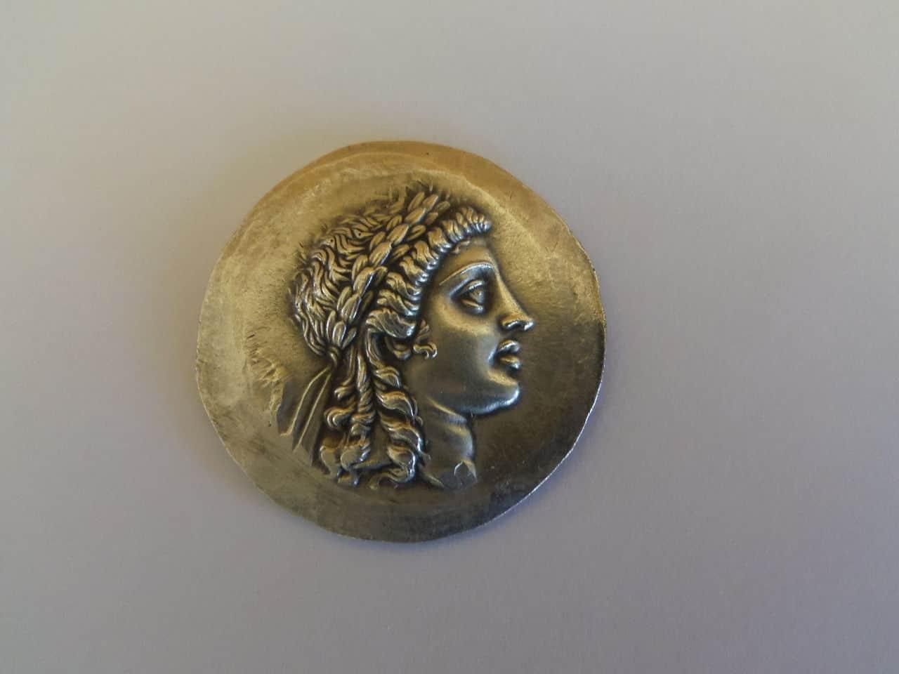 Tetradracma. Región de Aeolis, ceca Myrina. Reino de Pérgamo (155-145 a.C.) Anverso
