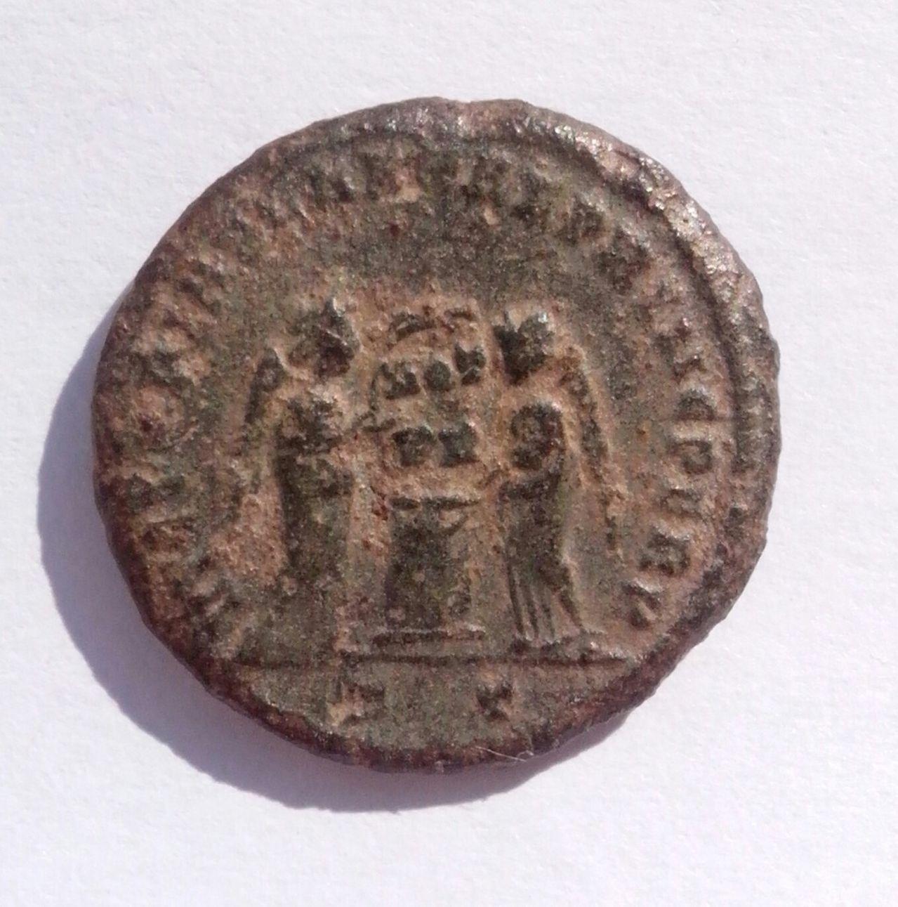 AE3 de Constantino I. VICTORIAE LAETAE PRINC PERP. Ticino IMG_20140315_145809_1