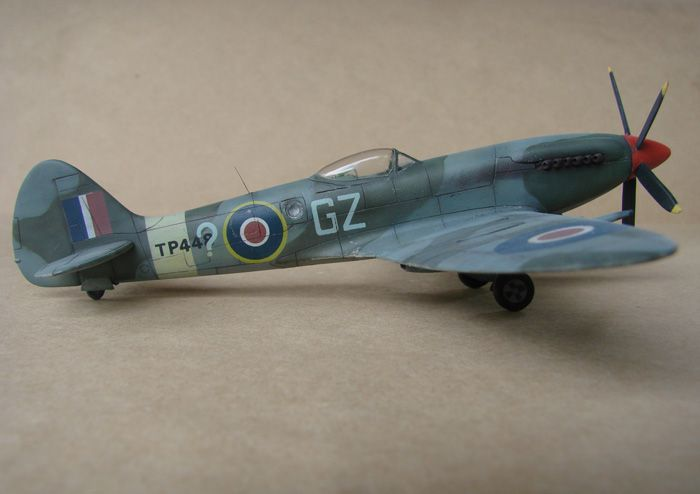 Spitfire Mk.XVIII FR, MPM, 1/72 DSC00426