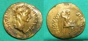 Aureo de Tiberio. PONTIF MAXIM. Livia sedente a dcha. Ceca Lugdunum. Au4