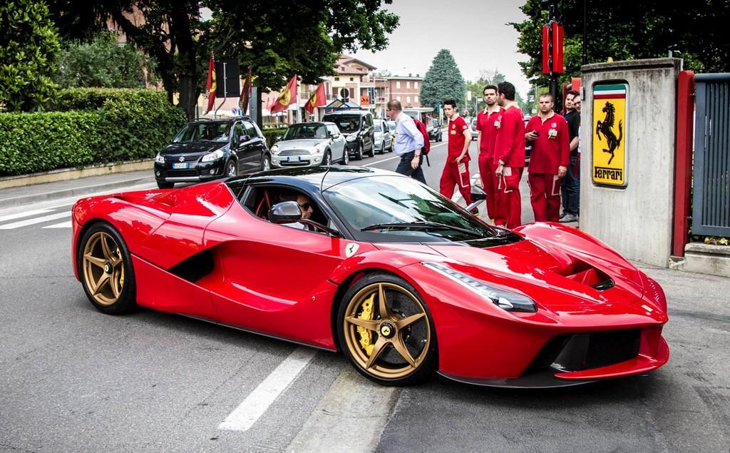 2013 - [Ferrari] LaFerrari [F150] - Page 23 Gold_wheeled_laferrari_0