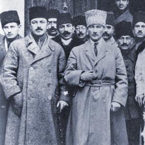 Eine ehrenwerte Gesellschaft 1881_1938_fm_u_jd_mustafa_kemal_atatuerk_staatsg
