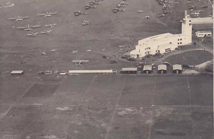Aeroportul Arad - Poze Istorice 602346_311678525613963_185540765_n