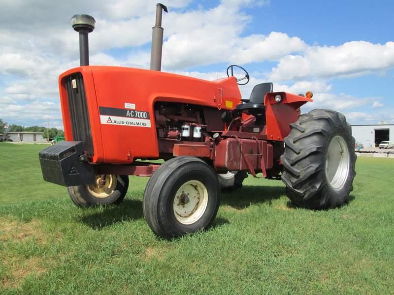 Hilo de tractores antiguos. - Página 37 ALLIS_CHALMERS_7000