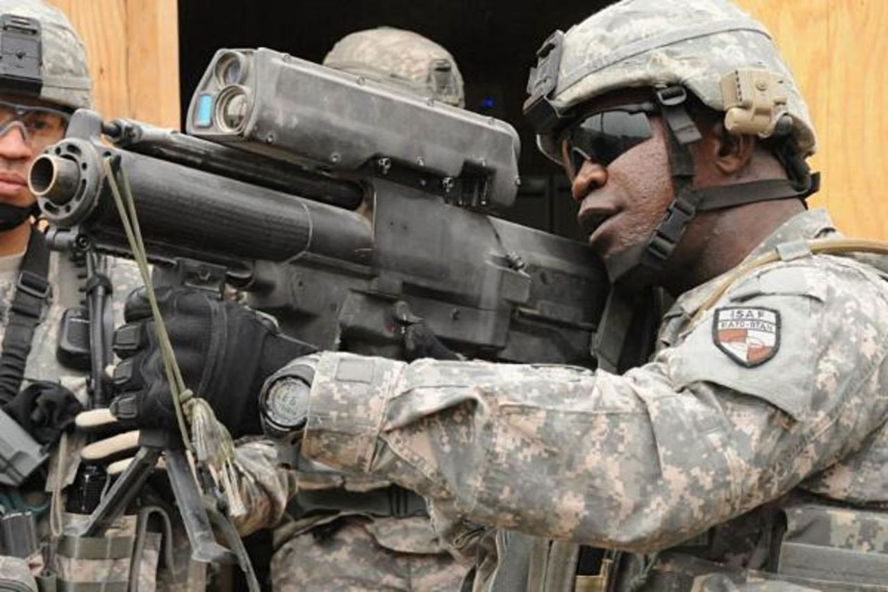infanteria - FUSIL XM-25 DE INFANTERIA TACTICO  (COUNTER DEFILADE TARGET ENGAGEMENT SYSTEM)  Xm25_counter_defilade_engagement_system