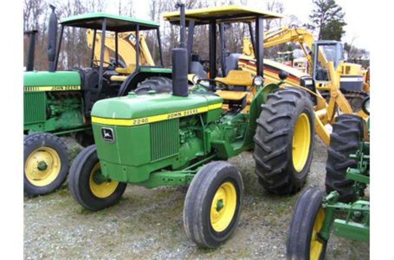 Hilo de tractores antiguos. JD_2240