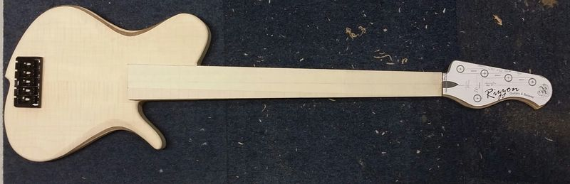 Construção caseira (amadora)- Bass Single cut 5 strings - Página 3 11881420_10153580697864874_302087623_o