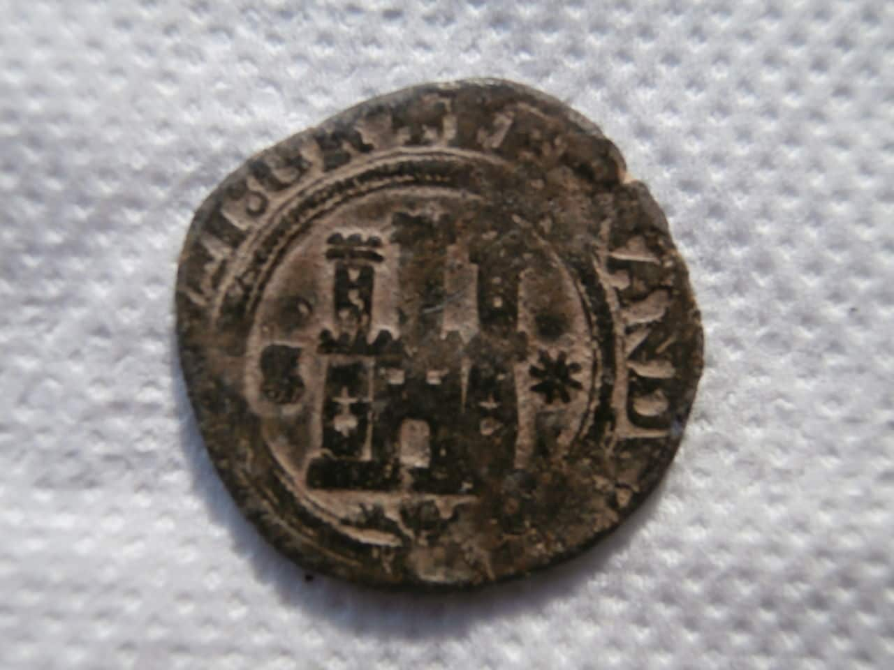 2 maravedís a nombre de los Reyes Católicos. Sevilla P1070137