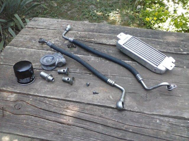 Hladnjak ulja, pregrade u karteru i druga resenja za bolje podmazivanje motora CAM02309