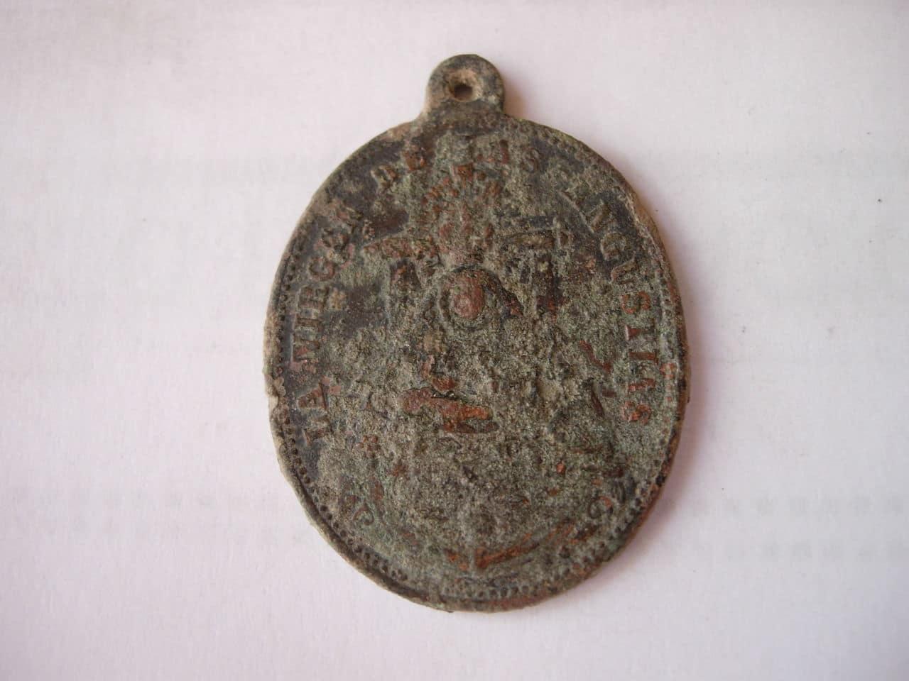 Ayuda con medalla de la V. de las Angustias. Imagen_094