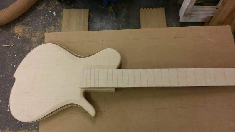 Construção caseira (amadora)- Bass Single cut 5 strings - Página 4 11989498_10153634597509874_2005411110_o
