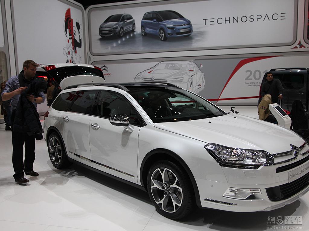 [DECLINAISON] Citroën C5 Tourer XTR - Page 4 9_MH8_PIJR5_M4_P0008