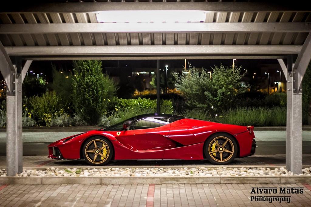 2013 - [Ferrari] LaFerrari [F150] - Page 23 Gold_wheeled_laferrari_3