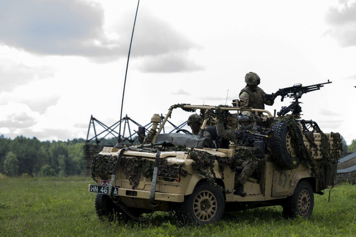 NATO/US Military Build up in Eastern Europe-Russian borders - Page 8 British_soldiers_conducted_military_operations_i