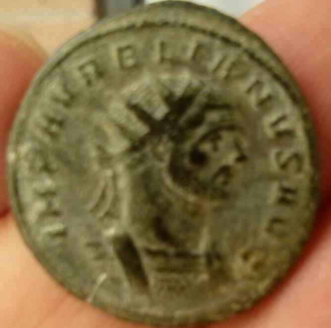 Antoniniano de Aureliano. ORIENS AVG. Sol estante. Ceca Roma. Ed8dc9f7_2d96_4103_a7fc_ba6fba822ad3_2