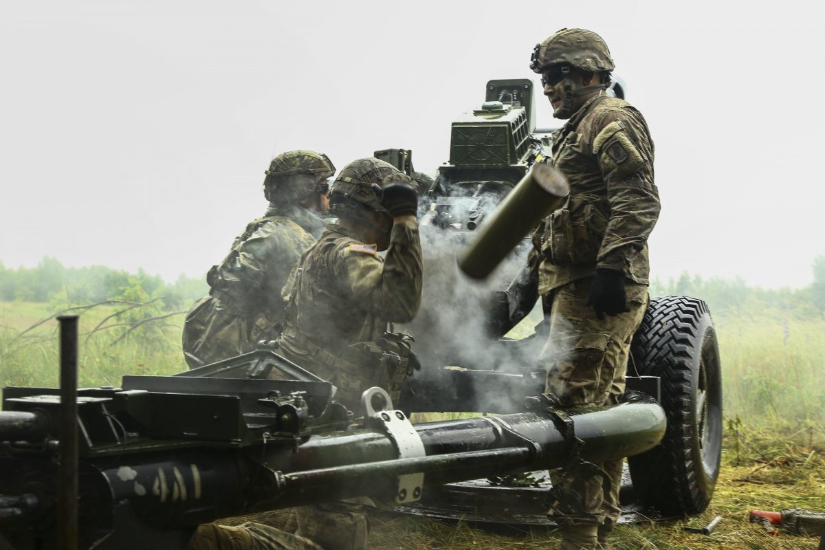 NATO/US Military Build up in Eastern Europe-Russian borders - Page 8 Us_army_soldiers_fire_a_m198_howitzer_in_drawsko