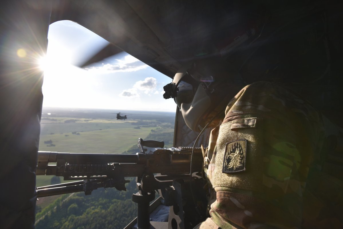 NATO/US Military Build up in Eastern Europe-Russian borders - Page 8 A_15u_ch_47_chinook_crew_chief_scans_his_sector