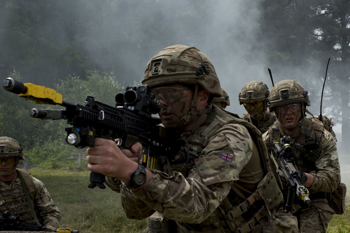 NATO/US Military Build up in Eastern Europe-Russian borders - Page 8 British_soldiers_prepare_to_enter_and_clear_a_bu