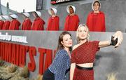 """Premiere de """"Handmaids tale"""" season 2 Premiere_Hulu_Handmaid_Tale_Season_2_Red_Carpet_93_Dwgei_TSUAl"""