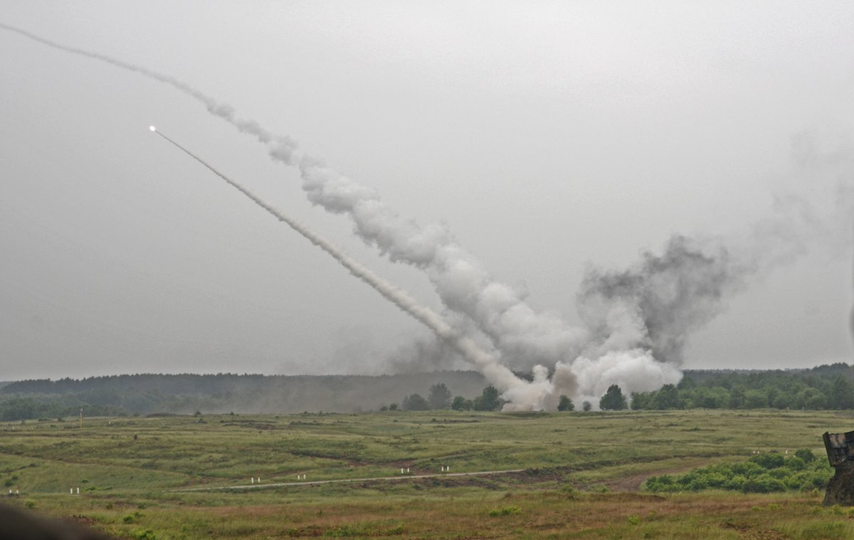 NATO/US Military Build up in Eastern Europe-Russian borders - Page 8 High_mobility_artillery_rocket_system_himars_rou