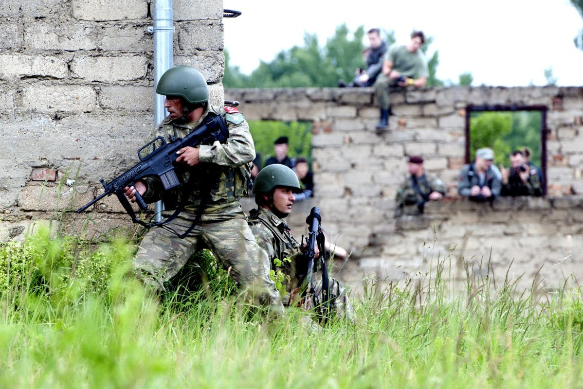 NATO/US Military Build up in Eastern Europe-Russian borders - Page 8 Turkish_service_members_take_cover_behind_a_buil
