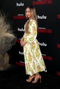"""Premiere de """"Handmaids tale"""" season 2 Premiere_Hulu_Handmaid_Tale_Season_2_Red_Carpet_OK90jm_S1_YHyl"""