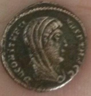 AE4 póstuma de Constantino I Magno. Emperador con cuádriga. Ceca Alejandría. 200ca3d1_3321_495b_9224_25e5451a4e16_2
