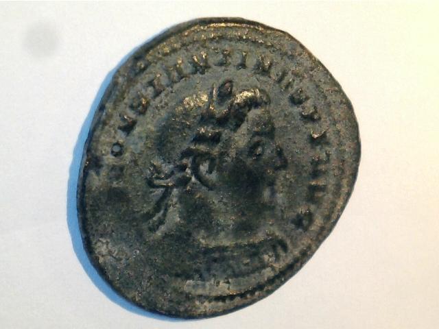 AE2 de Constantino I Magno. SOLI INVIC—TO COMITI. Ceca Londinium. 24mm