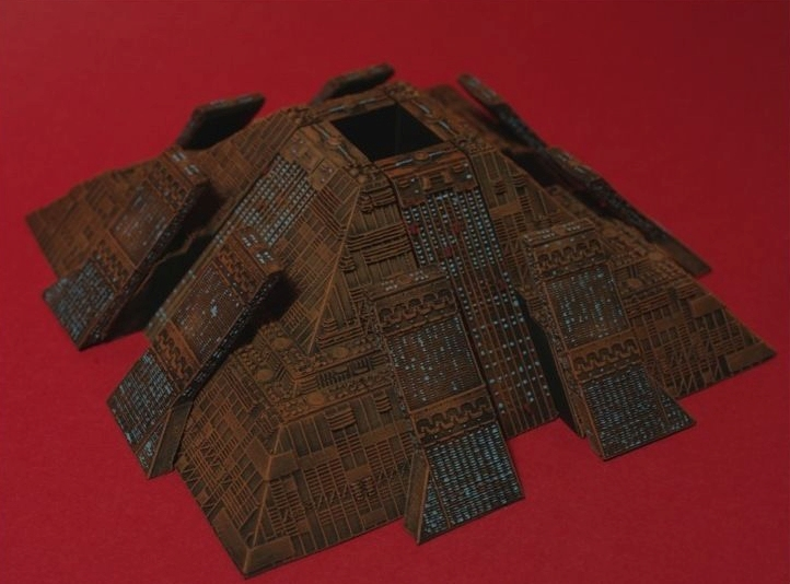 Blade Runner miniature filming brass panels from Tyrel Building Tyrell_Pyramid_Resin_Garage_Kit_France