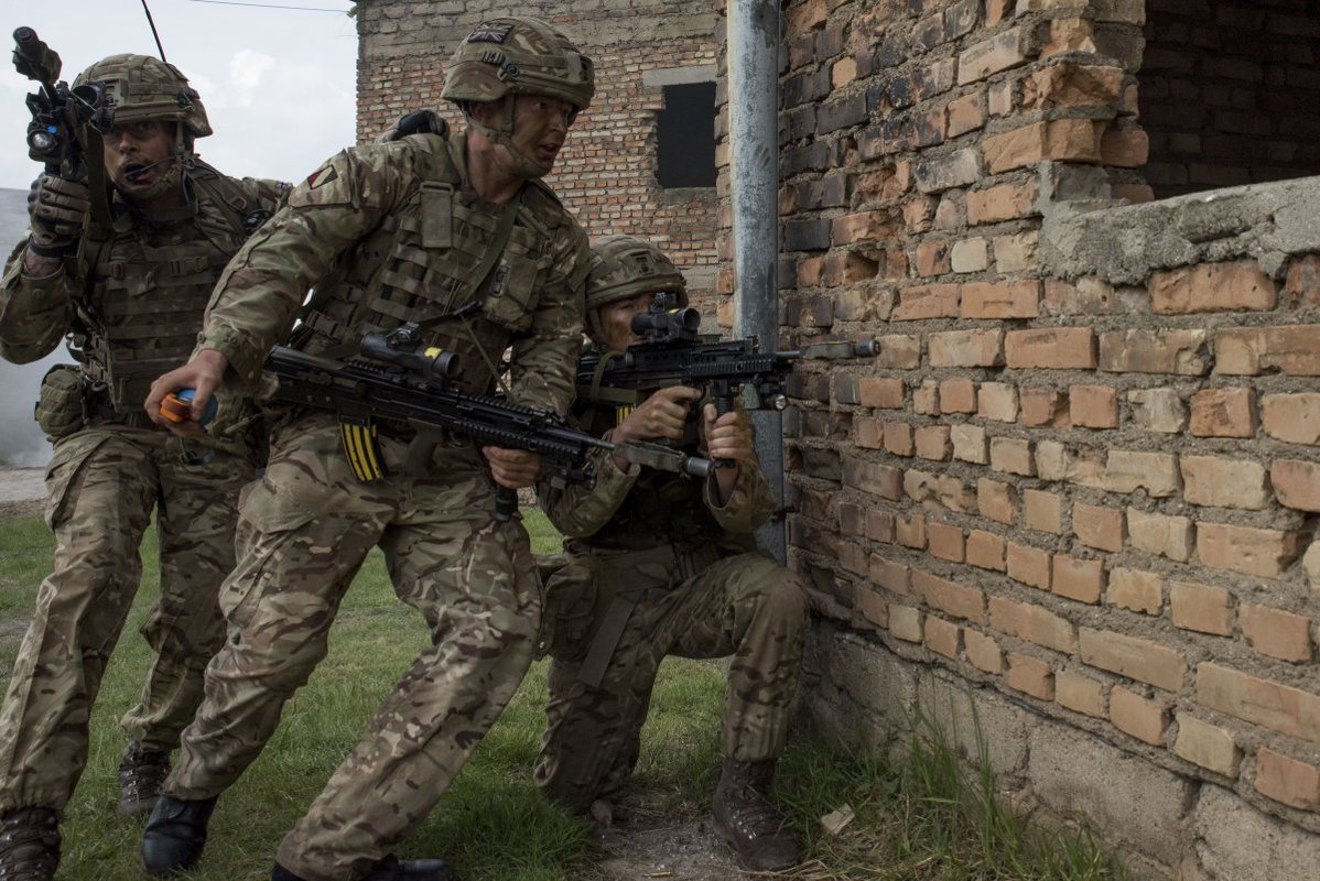 NATO/US Military Build up in Eastern Europe-Russian borders - Page 8 British_soldiers_train_for_urban_warfare_in_swid