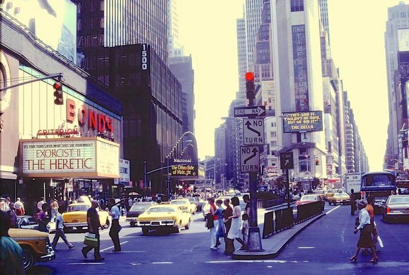 Spinner Floor windows from Blade Runner Times-square-1977