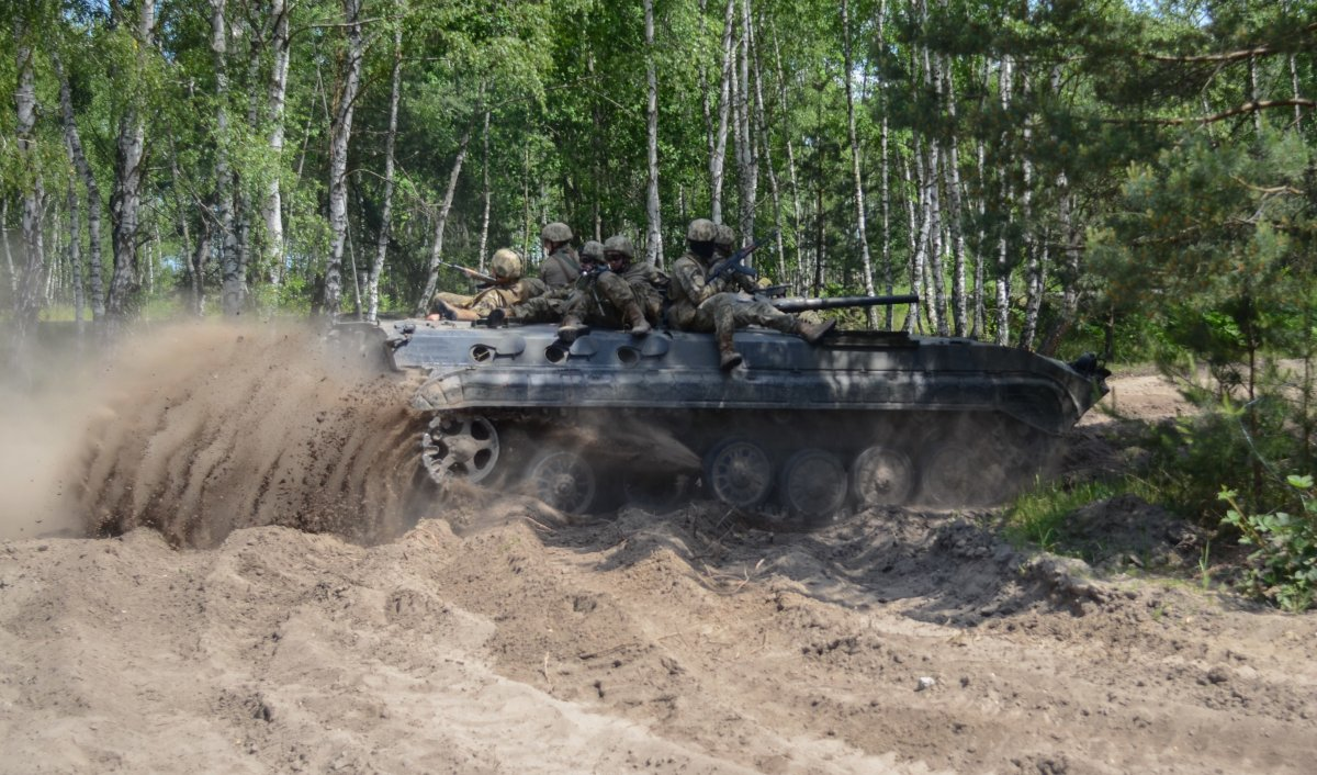 NATO/US Military Build up in Eastern Europe-Russian borders - Page 8 A_polish_light_infantry_tank_carries_simulated_m