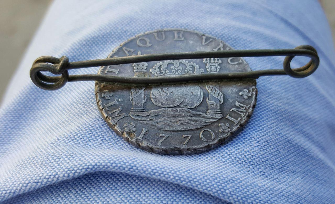 8 Reales 1770. Carlos III. Lima. Usado como broche. 20160607_191713_1