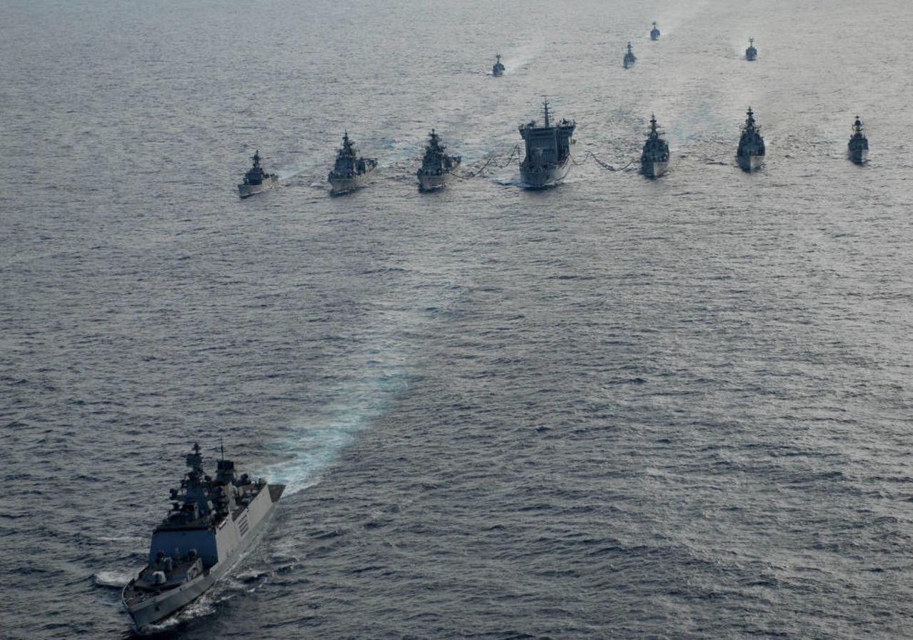 Ejercicio naval Malabar 2015,2017 y siguientes - Participacion  de India - Japon - Estados Unidos - Australia Indian_Navy_fleet_sails_out_for_South_China_Sea