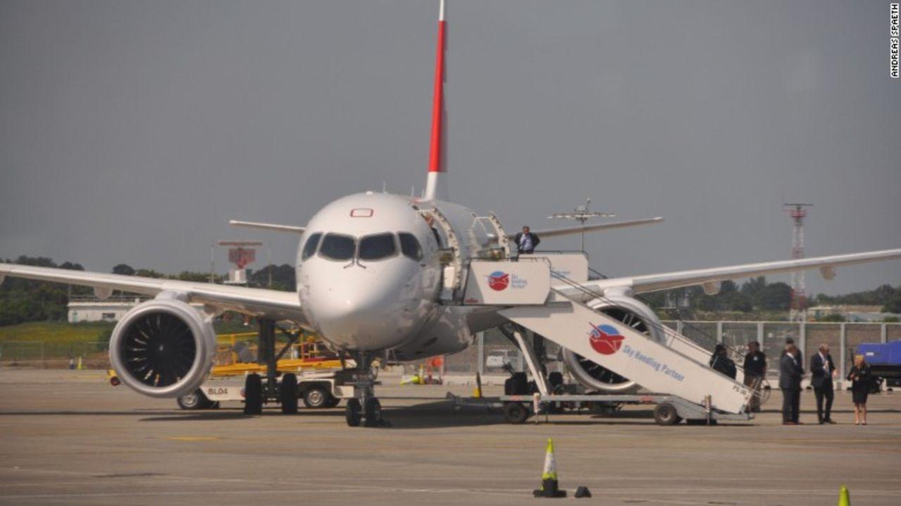 Jet comercial Bombardier CS C100 - Primer avion comercial en Suiza en vuelos internacionales CS100_swiss_bombardier_cs100_1_ST_passengerflight