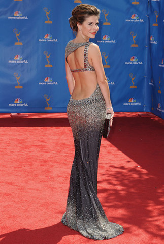 Ženska ledja... - Page 3 Maria_Menounos_dress_back_62nd_Annual_Primetime