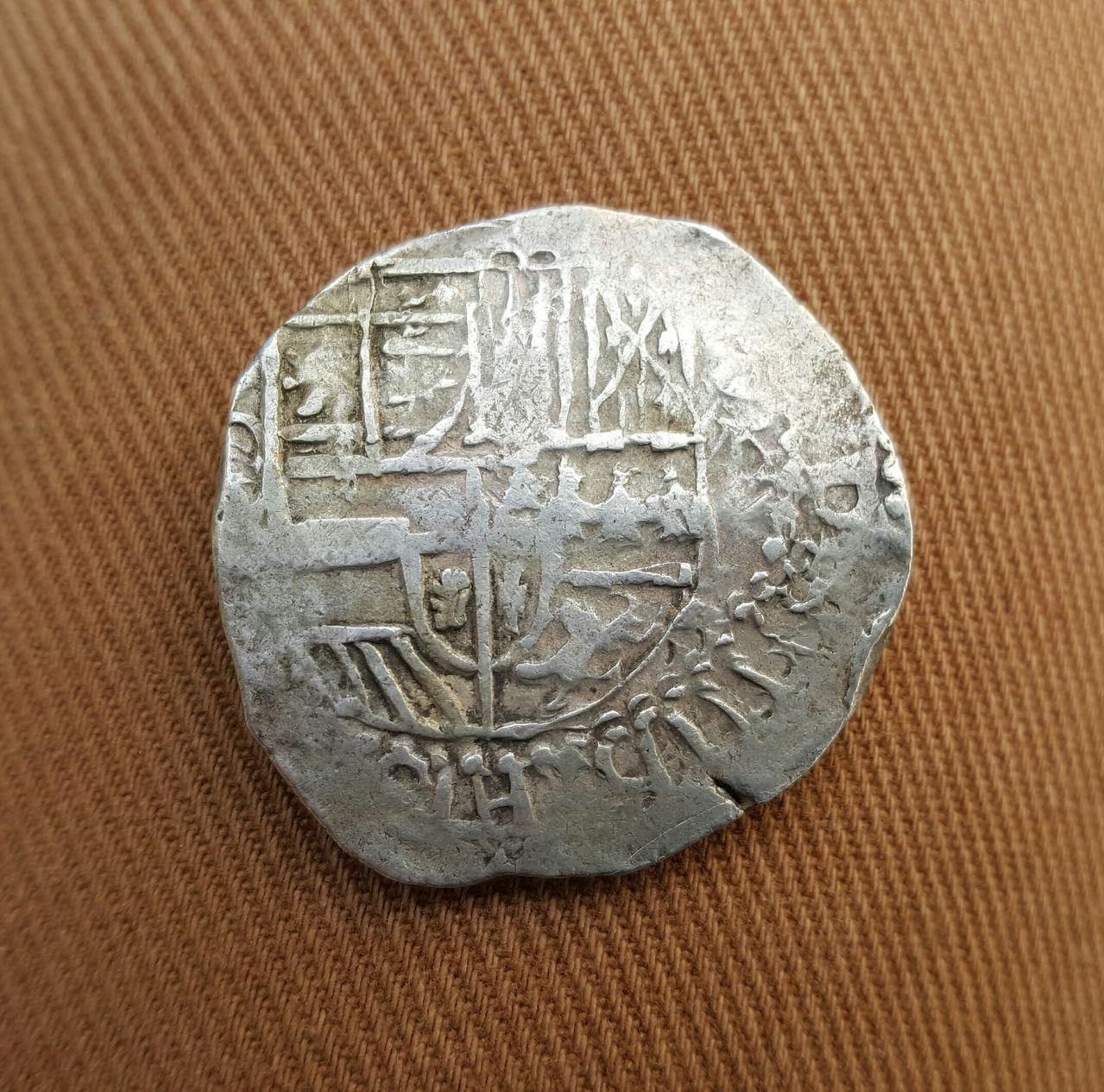 8 reales macuquinos. Felipe IV  20160516_181207_1