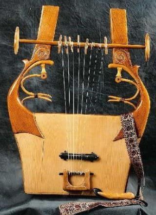 الاله الموسيقيه الموجوده على النقود  Image