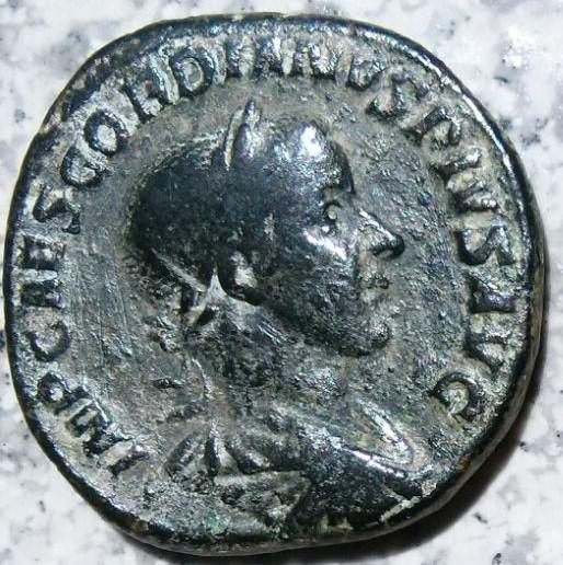 Sestercio de Gordiano III Pío. AEQVITAS AVG - S C. Ceca Roma. Fe5ecbfa_d2f0_4a9a_b0ca_681769756df9_2
