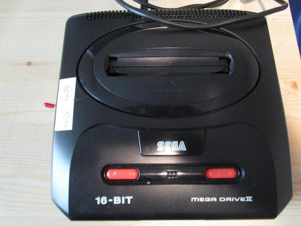 [ESTIM]  Console Megadrive 2  IMG_1345